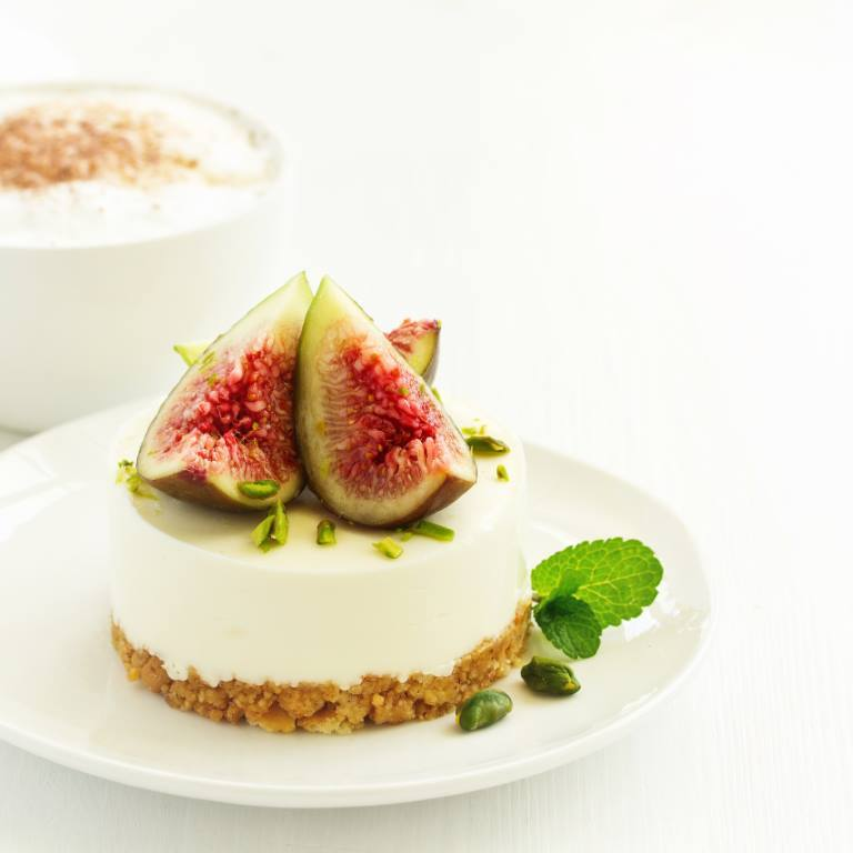 Delicious New York cheesecake with fresh figs